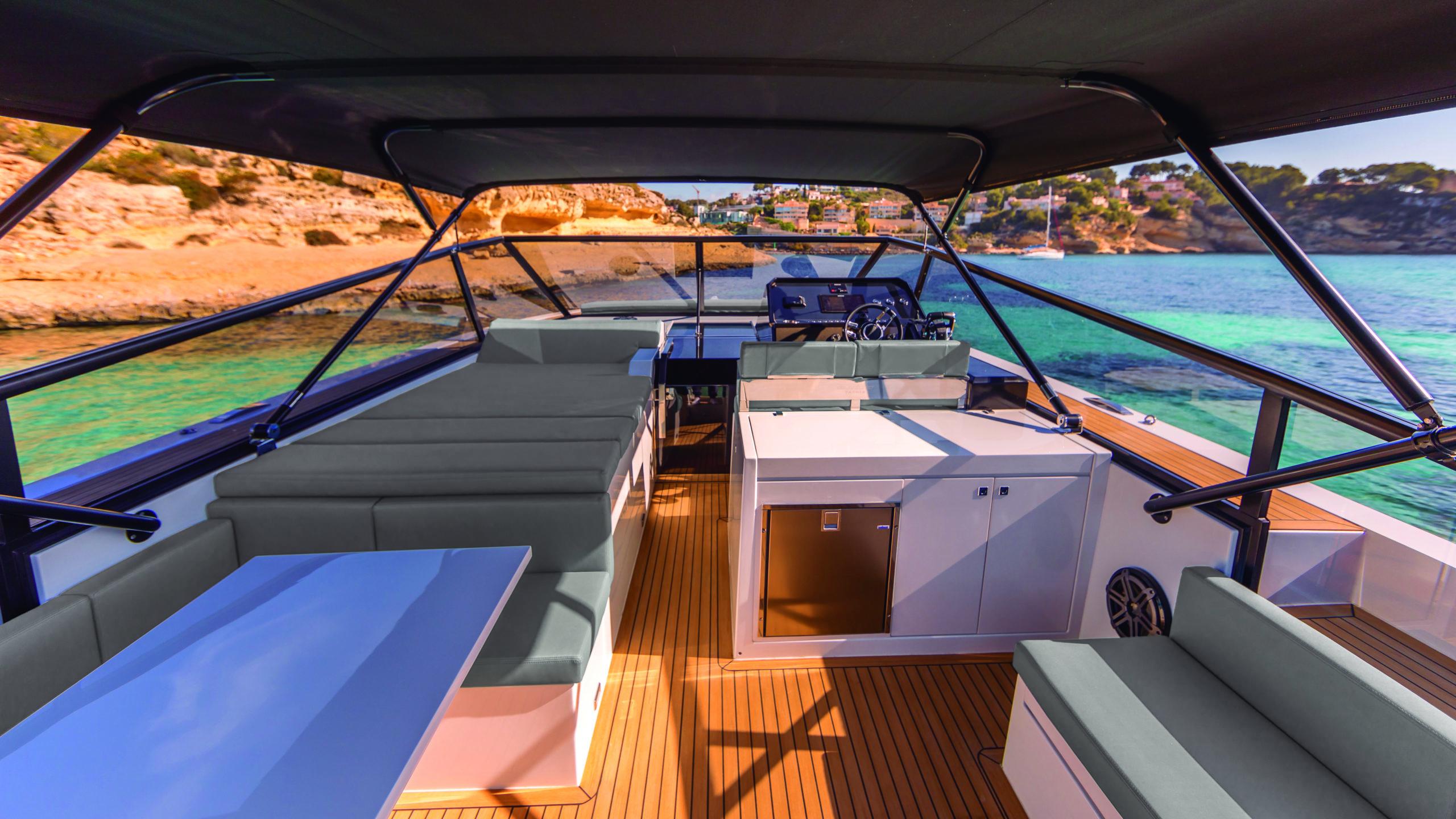 De Antonio Yachts_D46 Open_01